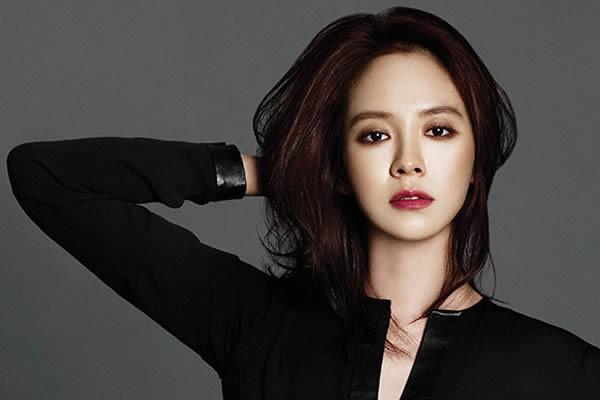 """Song Ji-Hyo """"Entourage"""" Dizisinde Konuk Oyuncu Olarak Yer Alacak"""