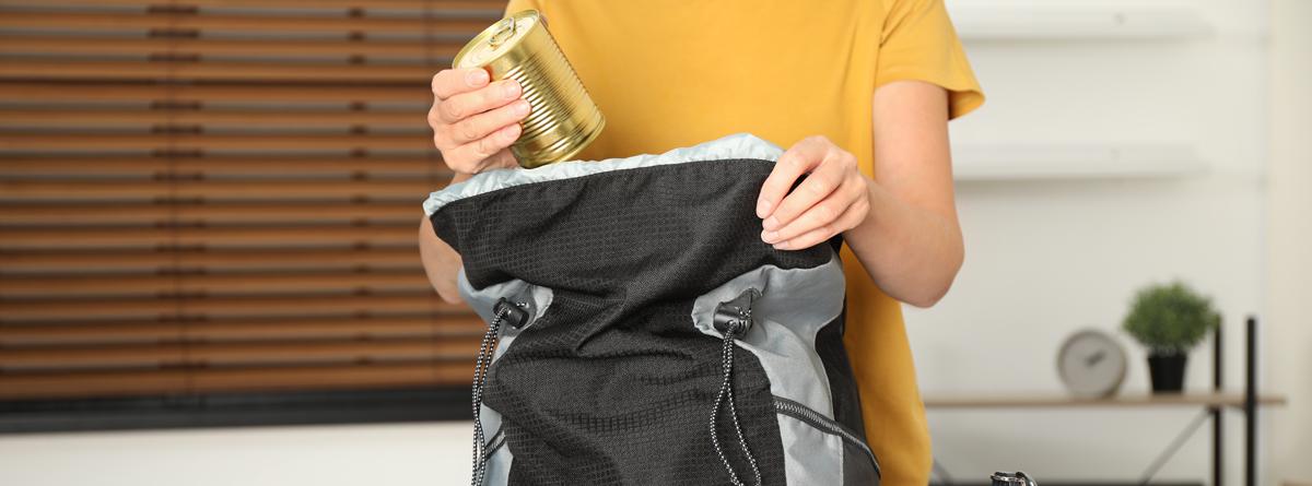 ağırlığı her zaman kamp çantasının ortasına verin