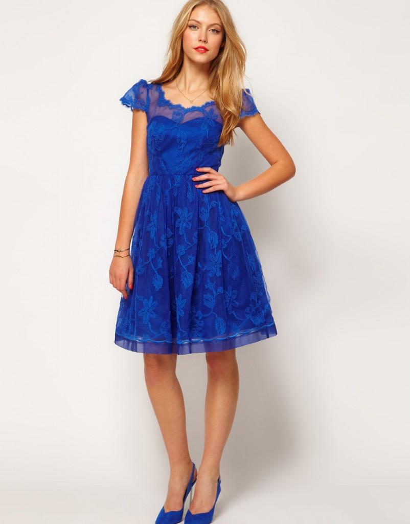 Mavi Ayakkabı Hangi Renk Elbiselerle Kombinlenir