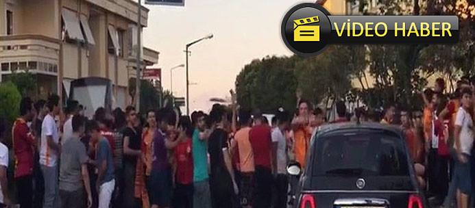 Galatasaraylı taraftarlardan ''istifa'' nöbeti!