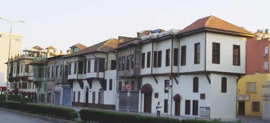 Tepedağdaki Sıralı Evler