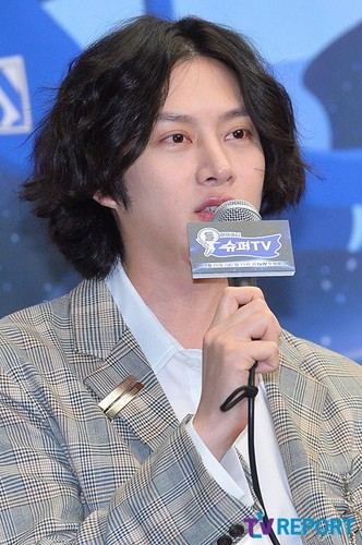 Kim Hee Chul/희철 / Who is Heechul? - Sayfa 3 4ak7XA