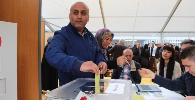 Gurbetçiler oy kullanmaya başladı