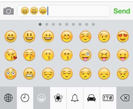 Emoji klavyeyi ayarlanıza ekleyin. Bunun için Ayarlar>Genel> Klayve>Emoji klavye ekle yolunu kullanabilirsiniz.
