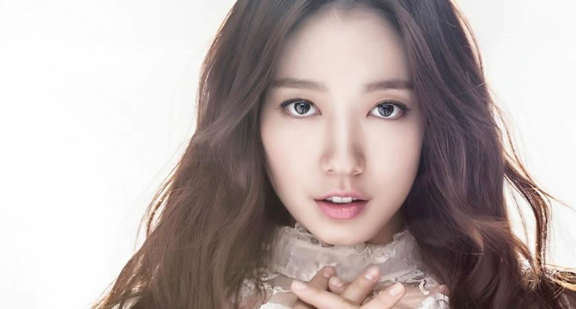 """Park Shin-Hye, """"Kill Me, Heal Me"""" Dizisinin Senaristi İle Çalışabilir"""