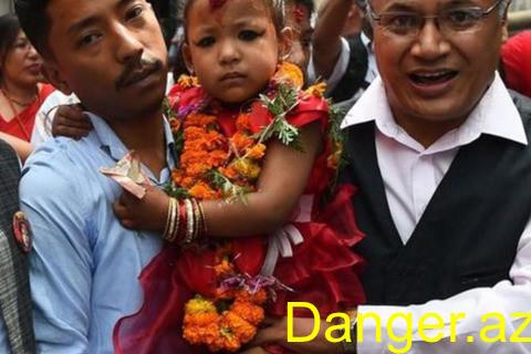 Hindular 3 yaşlı qızı Allah elan etdilər – AĞLASIĞMAZ ƏNƏNƏ - VİDEO