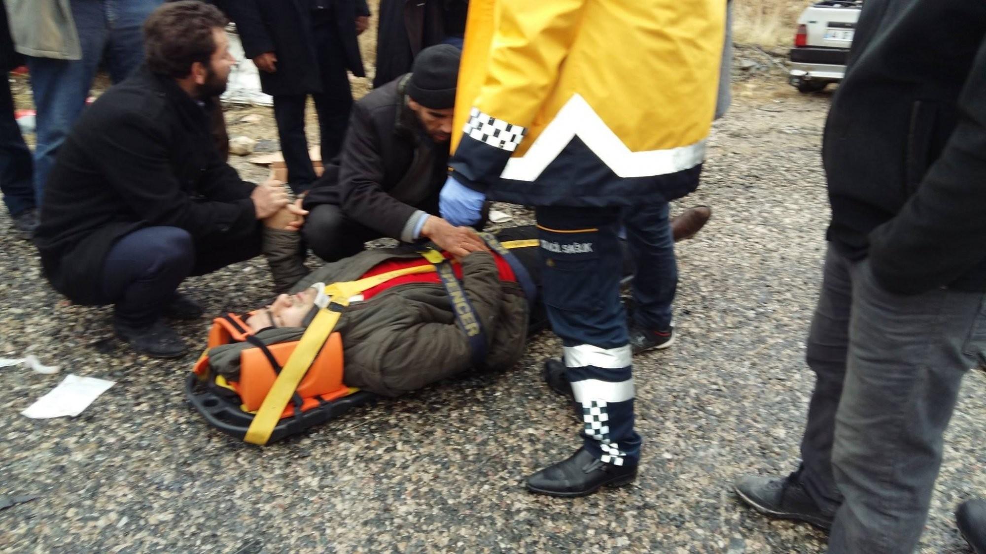 Tavuk Taşıyan Minibüs İle Otomobil Çarpıştı: 1 Ölü, 4 Yaralı