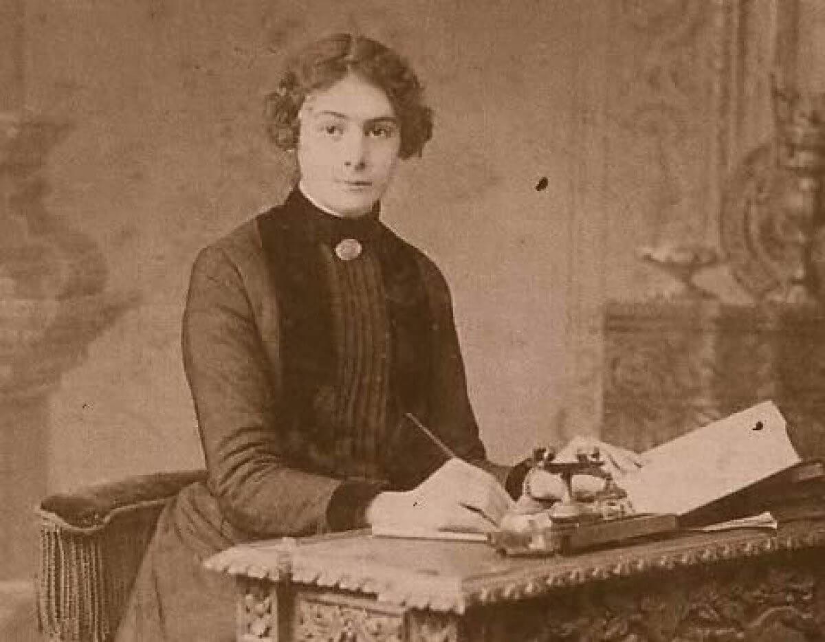 Türkiye'nin ilk kadın gazetecisi ve muhabiri