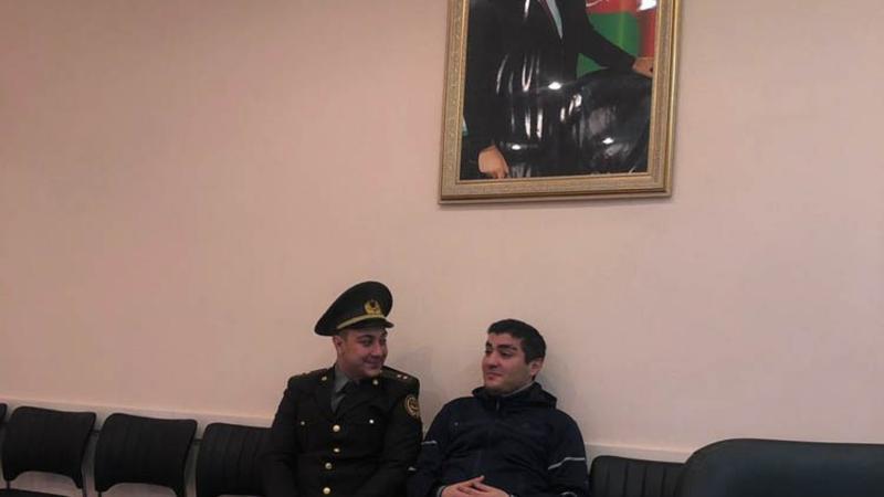 Mehman Hüseynov vurduğu deyilən leytenantla barışdı - FOTO/VİDEO
