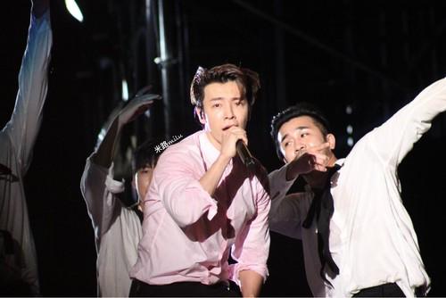 Super Junior General Photos (Super Junior Genel Fotoğrafları) - Sayfa 8 BLZE8L