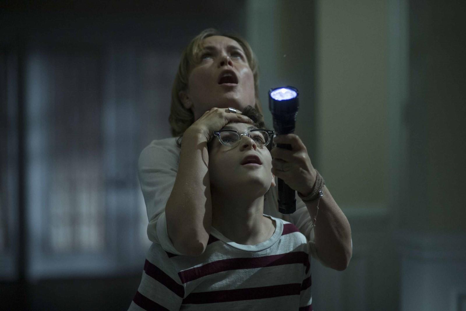 Karanlık Filmi Tr Dublaj indir Ekran Görüntüsü 2