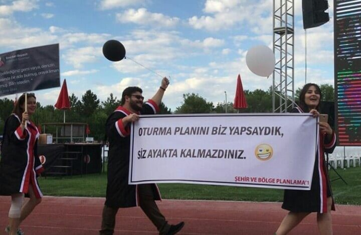 OTURMA PLANINI BİZ YAPSAYDIK, SİZ AYAKTA KALMAZDINIZ. pankartı
