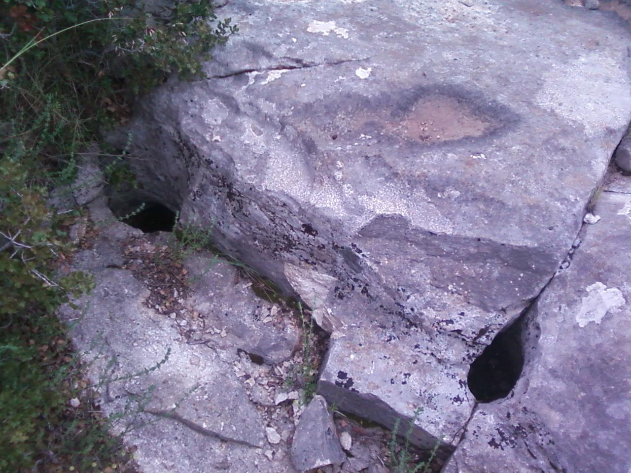 Kaya Üzerindeki İşaretler deliğin anlamı