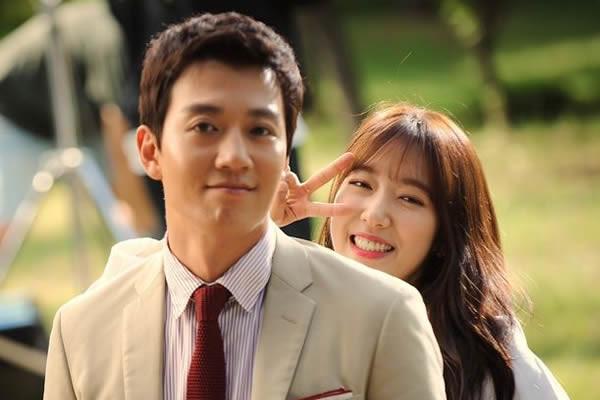 """""""Doctors"""" Dizisinden Kim Rae-Won ve Park Shin-Hye'nin Görüntüsü Yayımlandı"""