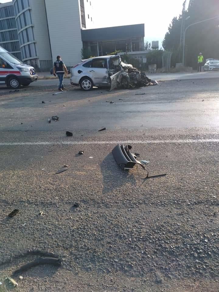 Hatay'ın Dörtyol ilçesinde iki otomobilin çarpışması