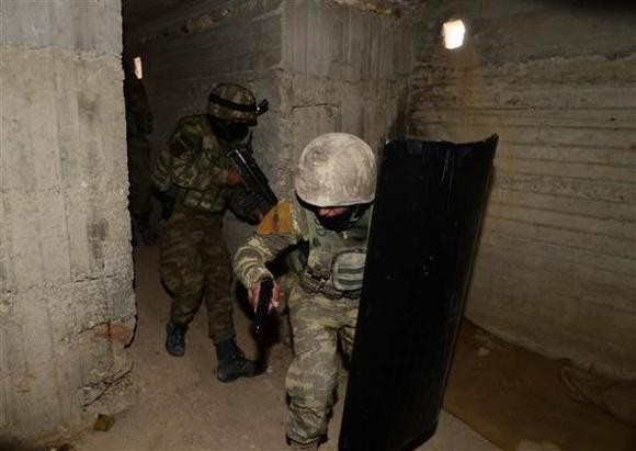Bordo Berelilər tunellərə, Ordu isə Afrinə girir...