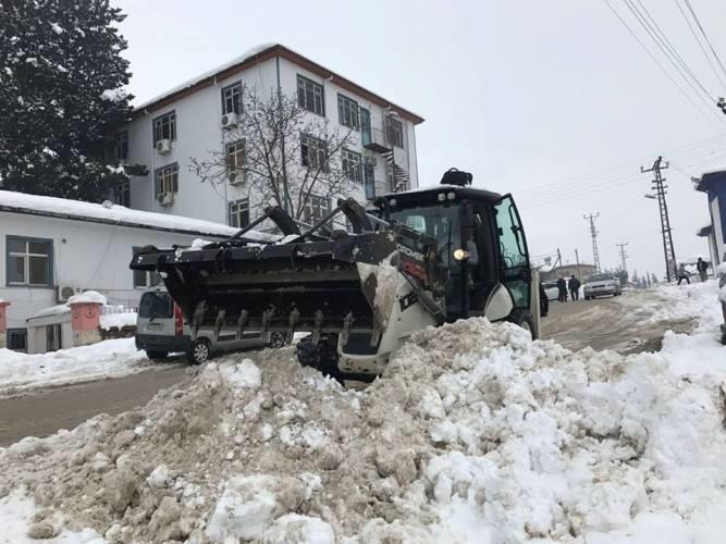 Mut'ta kar yağışı hayatı olumsuz etkiliyor
