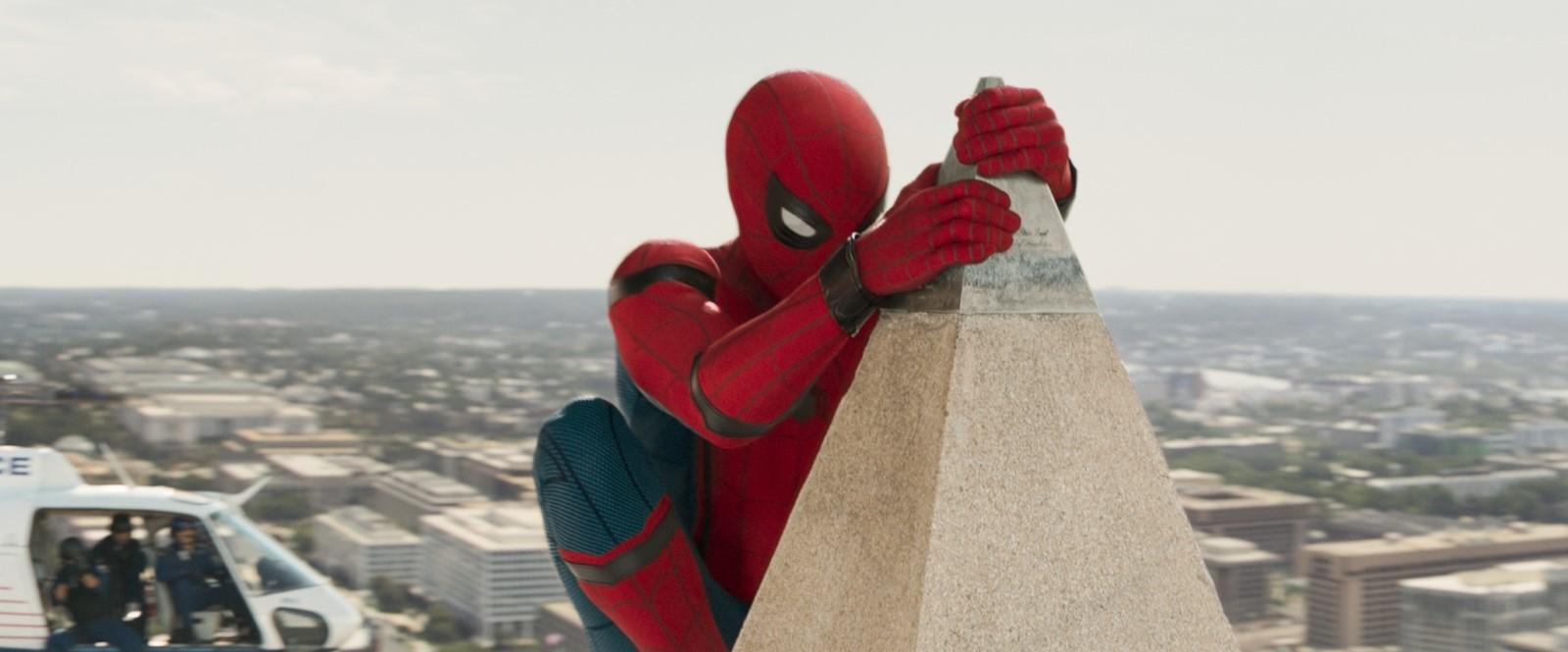 Örümcek Adam: Eve Dönüş Filmini indir Ekran Görüntüsü 1
