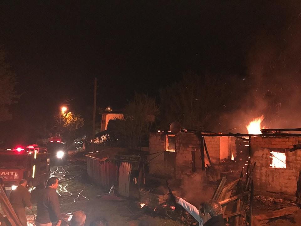 Saçak Köyü yangın