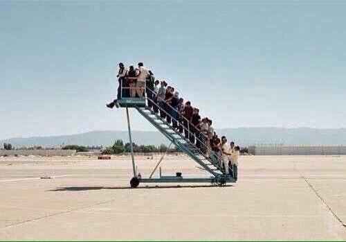 Uçak bekleyen yolcular :)