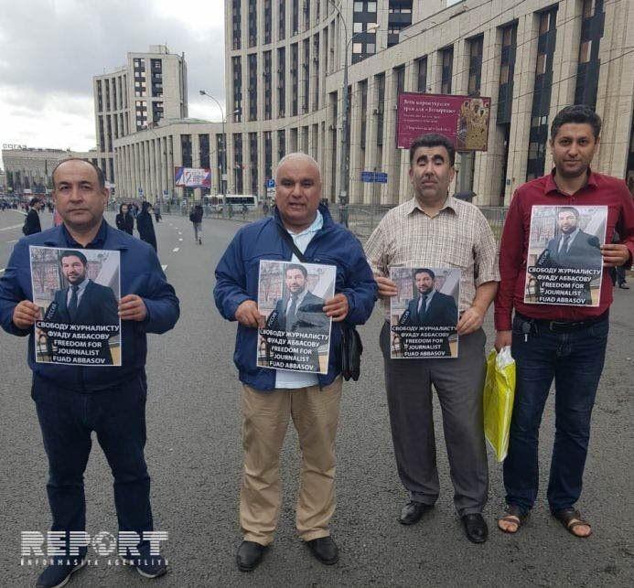 Azərbaycanlılar Fuad Abbasova görə Moskvada aksiya keçiriblər