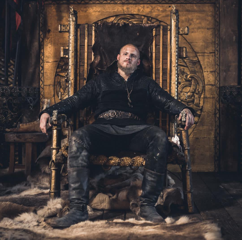 мужик на троне картинка нам заявляет