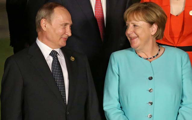Rusiya prezidenti Vladimir Putin və Almaniya kansleri Angela Merkel görüşü