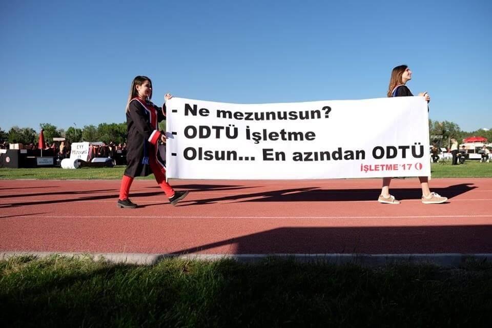 odtü işletme 2017 pankartı