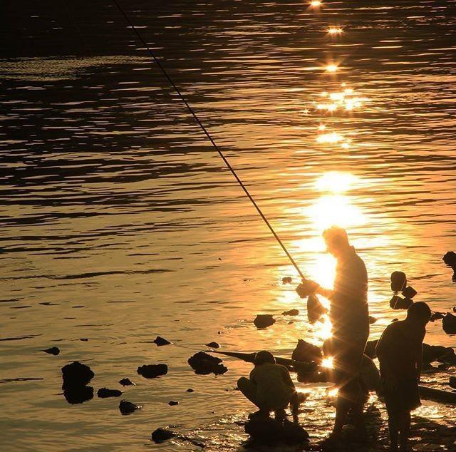 Balık tutan adam