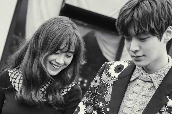 Ku Hye-Sun ve Ahn Jae-Hyeon Çifti Resmi Olarak Evlendi + 'Marie Claire' Dergisinden Çiftin Fotoğrafları