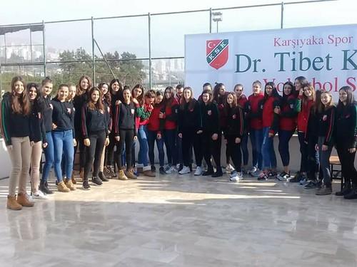 Karşıyaka'da voleybol altyapısı için Selçuk Yaşar Tesisleri'nde yapımına tam 1 yıl önce başlanan yeni spor salonuna kulübün eski voleybol şube başkanı rahmetli Tibet Kızılcan'ın ismi törenle verildi.
