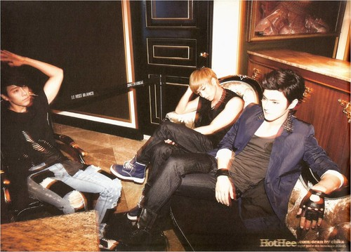 Super Junior - BONAMANA Photoshoot V9y85B