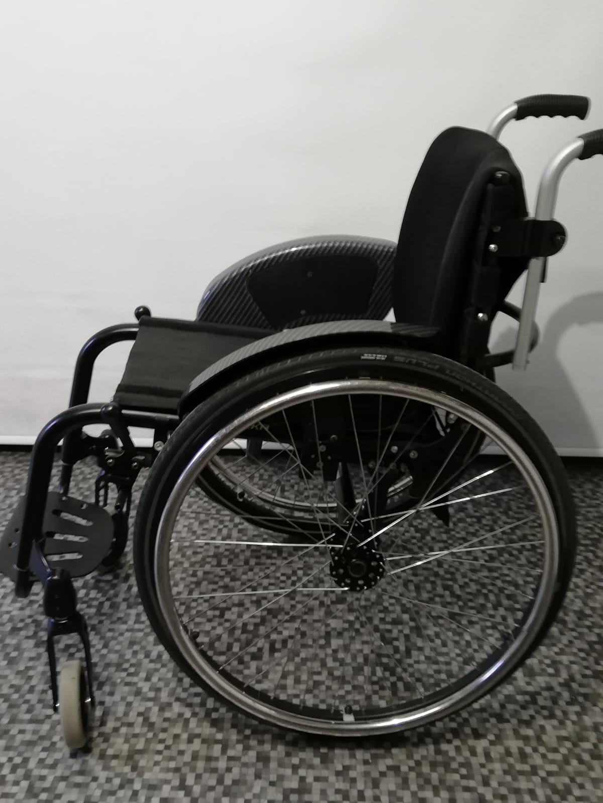 VQAVNr - Berollka Cobra Spor Alman markası aktif tekerlekli sandalye satılıktır
