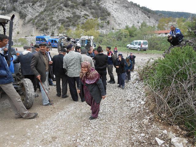 Yeniceşıhlar Köylüleri  Taş ocağı için yol kapattı
