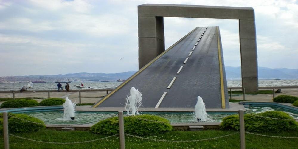 karsıyaka özgürlük anıtı