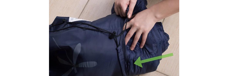 uyku tulumunu çantasına yerleştirme