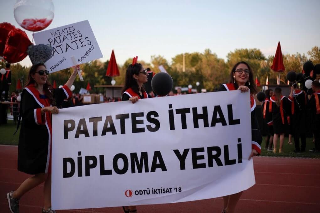 Patates İTHAL, diploma YERLİ! pankartı