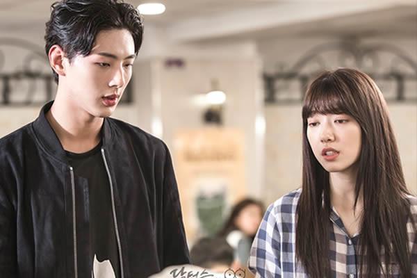 """Ji Soo """"Doctors"""" Dizisinde Park Shin-Hye ve Kim Rae-Won ile Bir Aşk Üçgenine Katılmaya Hazırlanıyor"""