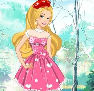 Barbie'nin Çilekli Elbisesi oyunu
