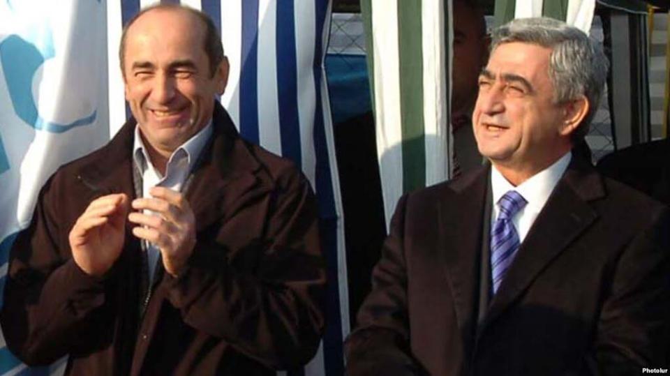 Пришедший к власти путем переворота, расстрелявший парламент и собственный народ Роберт Кочарян заявил, что «власть это не чемодан, чтобы взять и передать Пашиняну»