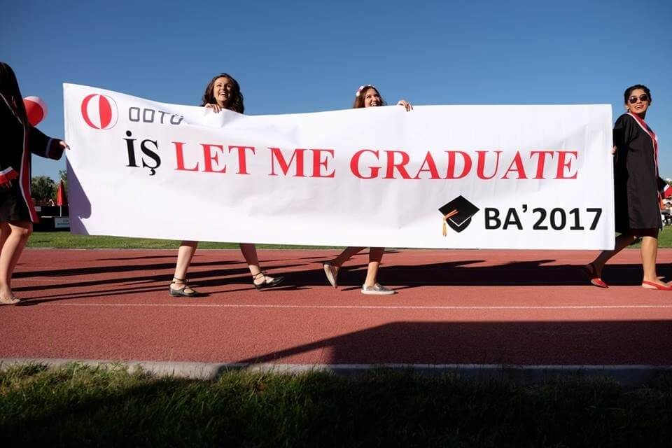 İş let me graduate! - BA2017 pankartı