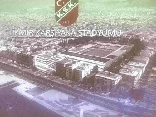 Karşıyaka'da eski İlçe Stadı'nın yerine yapılacak 15 bin 600 kapasiteli yeni stat için Çevre ve Şehircilik Bakanlığı'nın yaptığı imar planı değişikliği, yeniden askıya çıktı.