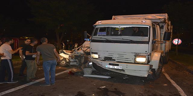 Kaza sonrası araç hurdaya döndü