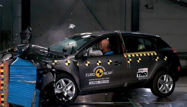 Renault Megane Hatch 2014 Çarpışma Testi