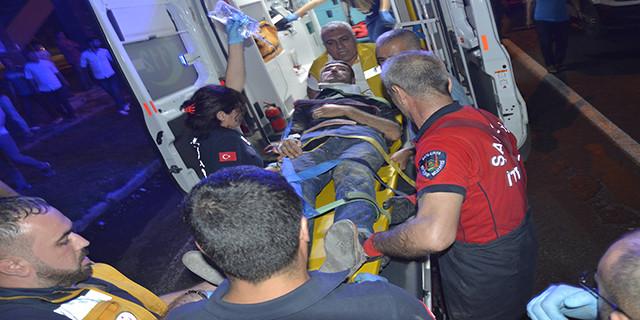 Çıkarılan sürücü ambulansa götürüldü
