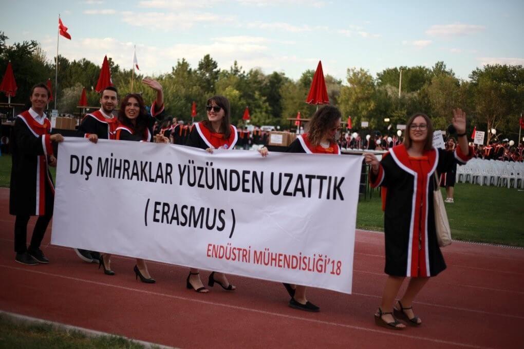 DIŞ MİHRAKLAR YÜZÜNDEN UZATTIK! (ERASMUS) pankartı