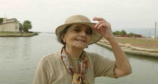 Şair Gülten Akın (82) yaşama veda etti