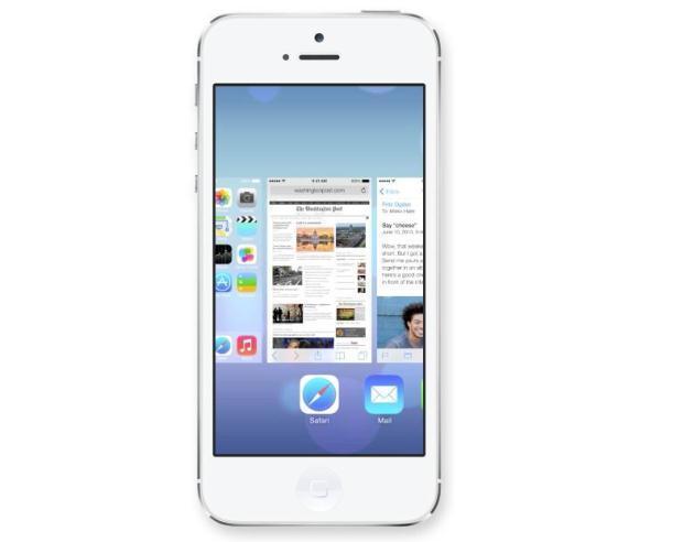 Daha önceki sürümlerde uygulamalar tek tek kapatılarak gereksiz zaman harcanmasını sağlıyordu. iOS 7 ile açık olan tüm uygulamaları kapatmak oldukça kolaylaştı. Açık olan uygulamaları üç parmakla yukaru doğru ittirmek tüm uygulamaların kapatılmasını sağlıyor.