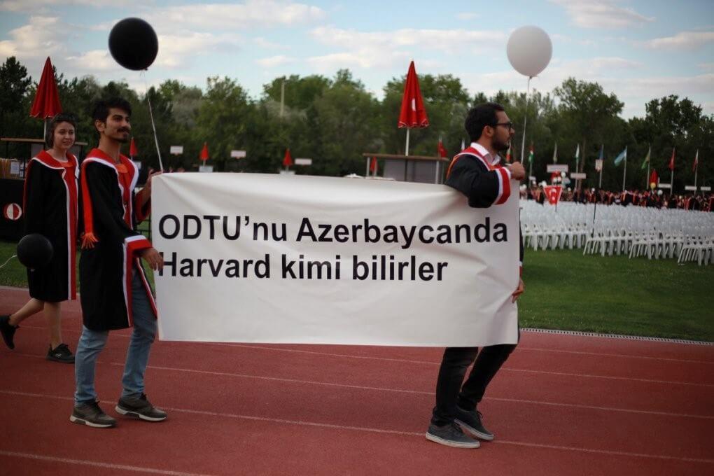 ODTU'nu Azerbaycanda Harvard kimi bilirler. pankartı