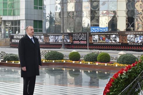 Prezident İlham Əliyev Xocalı faciəsi qurbanlarının xatirəsinə ucaldılmış abidəni ziyarət edib